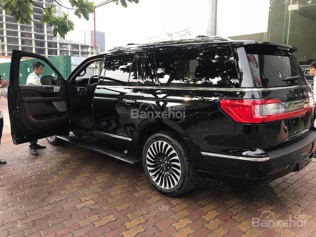 Bán Lincoln Navigator Navigator Black Label năm sản xuất 2019 màu đen, nhập khẩu-4