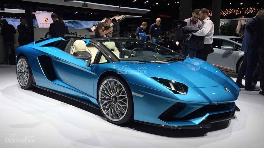 Cần bán xe Lamborghini Aventador S Roadster sản xuất năm 2018, màu xanh lam, nhập khẩu nguyên chiếc-7
