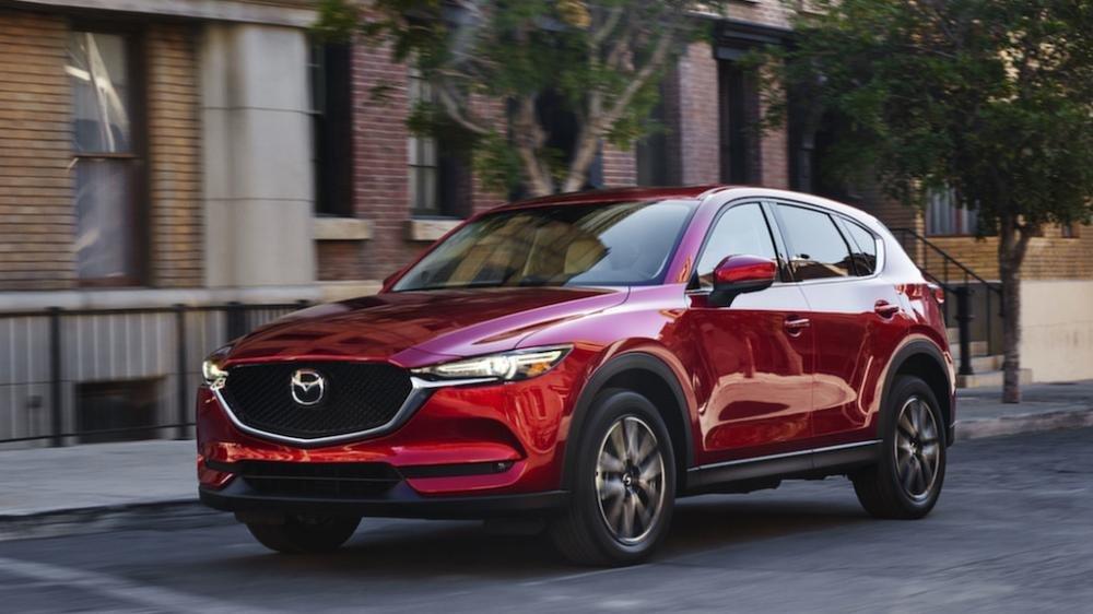 So sánh xe Mazda 3 2018 và Mazda CX-5 2018 về thiết kế đầu xe.