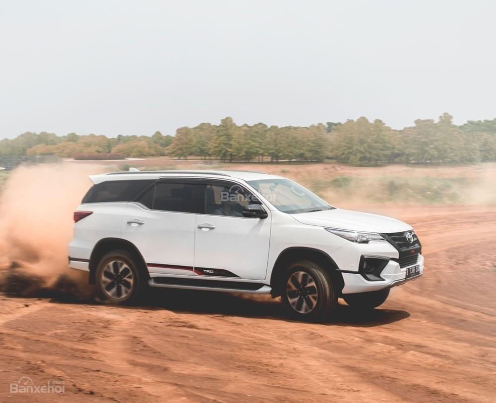"""Toyota Fortuner TRD 2018 - Bản thể thao """"hot"""" TMV vẫn nợ khách Việt."""
