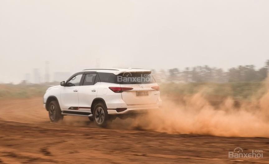 """Ảnh Toyota Fortuner TRD 2018 - Bản thể thao """"hot"""" TMV vẫn nợ khách Việt a12"""