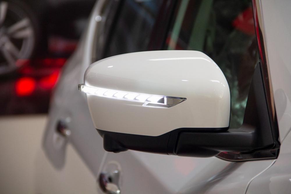 Đánh giá xe Nissan X-Trail V-series 2019: Gương chiếu hậu tích hợp đèn LED chạy tia 1
