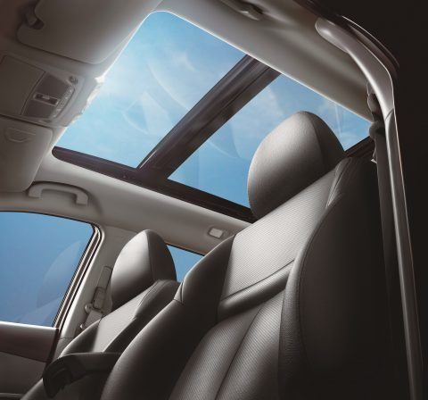 Đánh giá xe Nissan X-Trail V-series 2019: Cửa sổ trời toàn cảnh 1