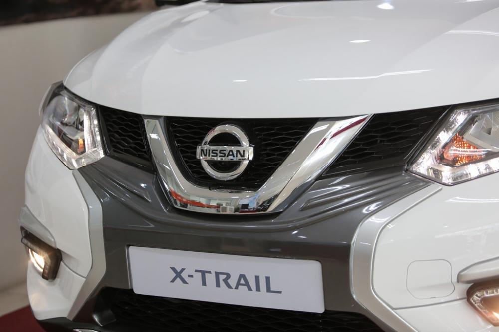 Đánh giá xe Nissan X-Trail V-series 2019: Lưới tản nhiệt 1