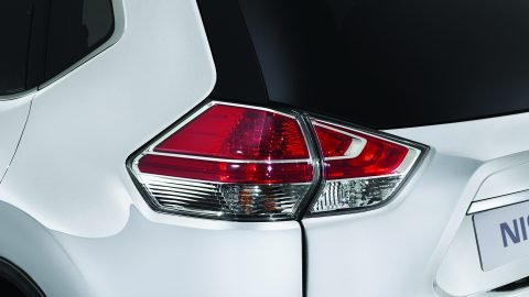 Đánh giá xe Nissan X-Trail V-series 2019: Đèn hậu LED 1