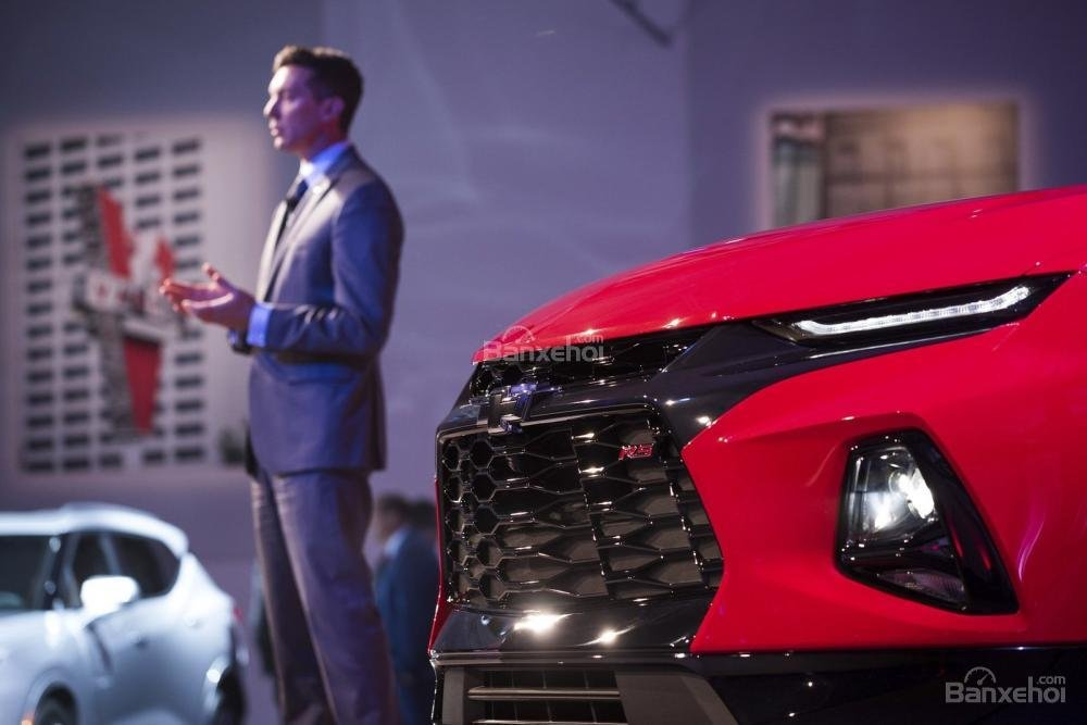 Đánh giá xe Chevrolet Blazer 2019: Lướt tản nhiệt đính kèm logo Chevrolet...