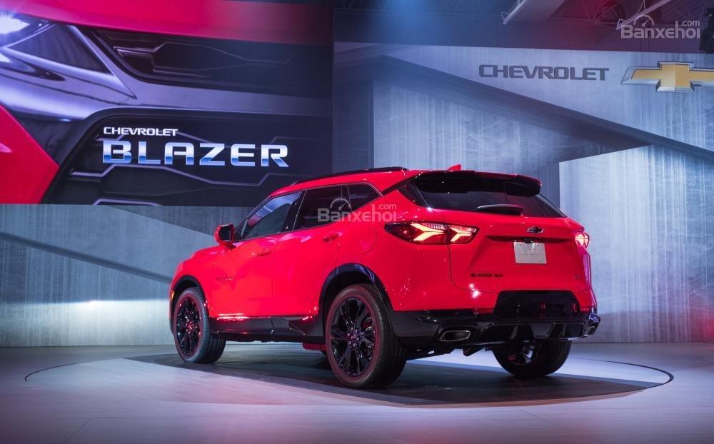 Đánh giá xe Chevrolet Blazer 2019: Đuôi xe nổi bật với cặp đèn hậu tạo hình độc đáo,,,