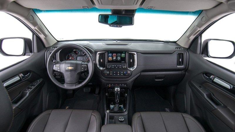 So sánh xe Ford Everest 2019 và Chevrolet Trailblazer 2018 về nội thất.