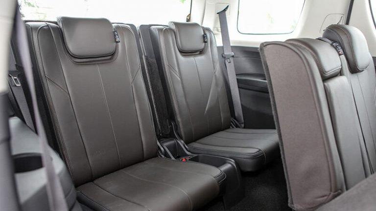 So sánh xe Ford Everest 2019 và Chevrolet Trailblazer 2018 về ghế ngồi.