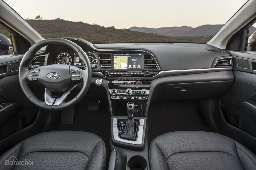 Đánh giá xe Hyundai Elantra 2019: Nội thất xe.