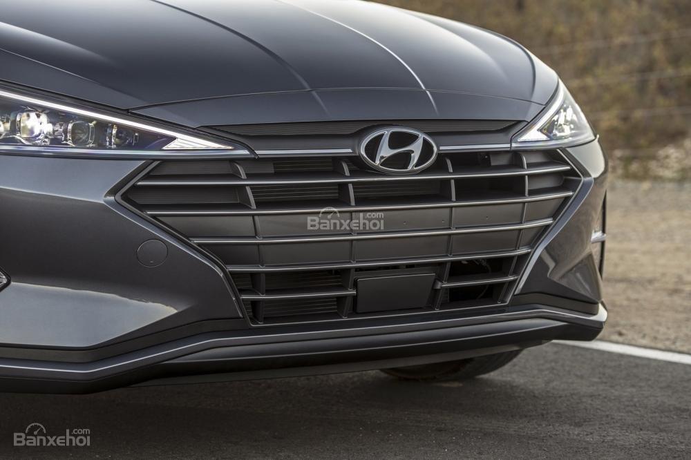 Đánh giá xe Hyundai Elantra 2019: Lưới tản nhiệt.