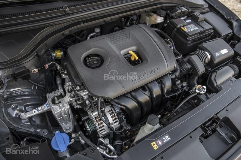 Đánh giá xe Hyundai Elantra 2019: Động cơ.