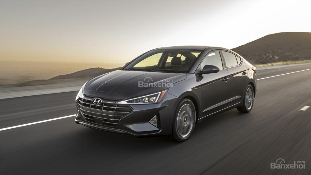 Đánh giá xe Hyundai Elantra 2019: Động cơ tăng áp mạnh mẽ.