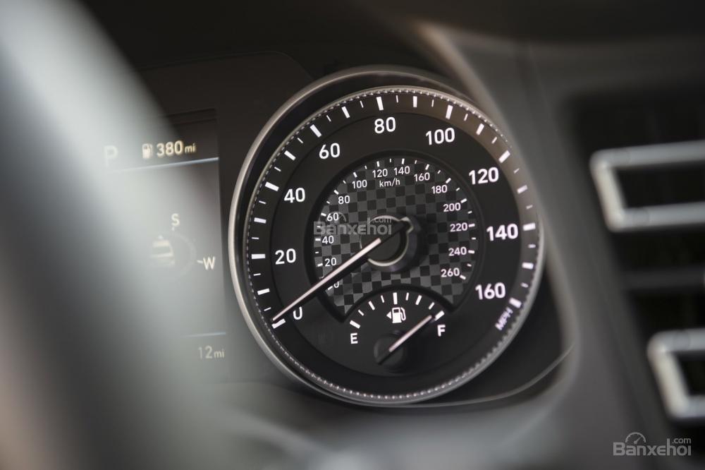 Đánh giá xe Hyundai Elantra 2019: Đồng hồ.