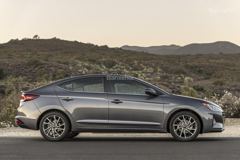 Đánh giá xe Hyundai Elantra 2019: Thân xe.