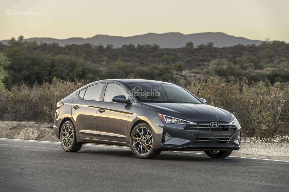Đánh giá xe Hyundai Elantra 2019: Đầu xe.
