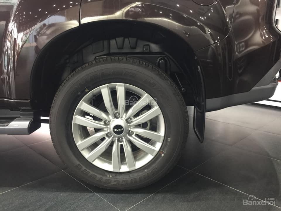 Bán xe Isuzu Mu-X đời 2018, màu nâu cafe, nhập khẩu, mua xe nhận ngay quà tặng trị giá 20 triệu đồng-5