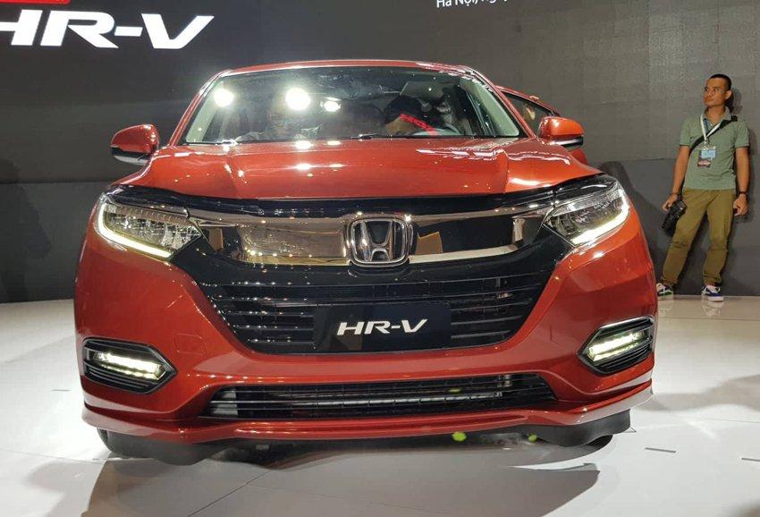 Đánh giá xe Honda HR-V 2019 L: Thiết kế đầu xe mô phỏng hình cánh chim a1