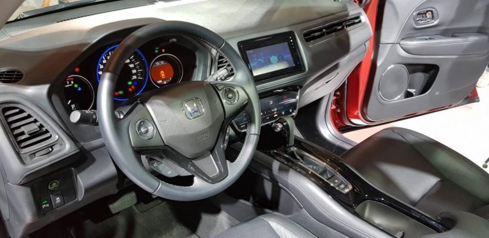 Đánh giá xe Honda HR-V 2019 L về thiết kế bảng táp-lô a2