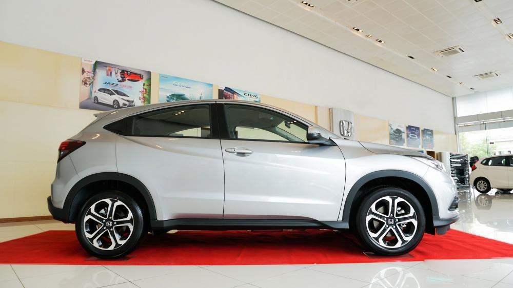 Thiết kế phần thân của  Honda HR-V 2019 phiên bản G có nhiều điểm khác biệt so với bản L 1