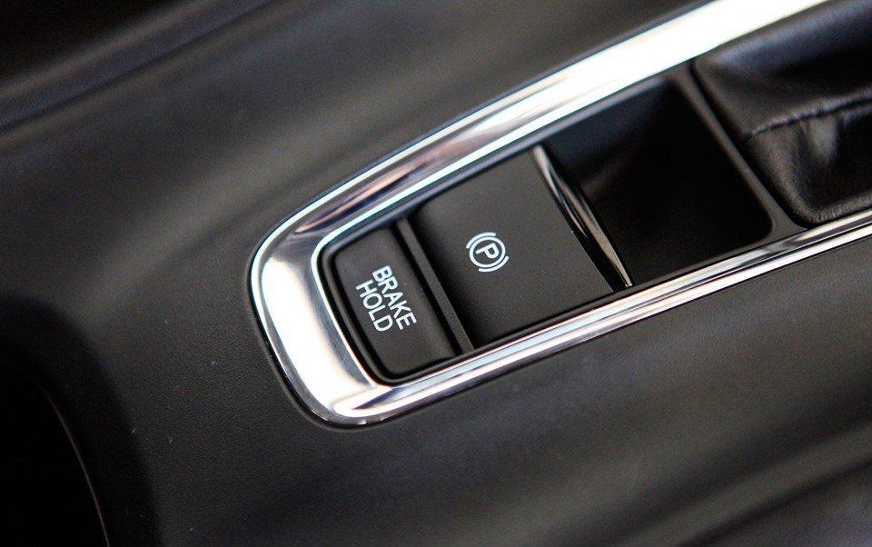 Đánh giá xe Honda HR-V 2019 L: Phanh đỗ điện tử 1