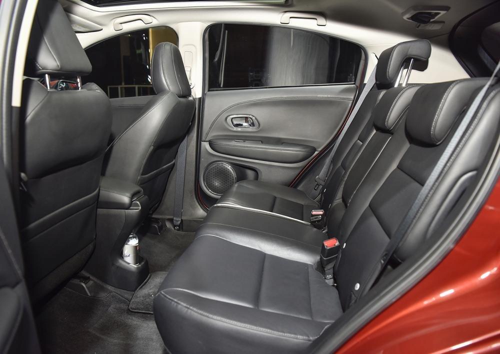 Đánh giá xe Honda HR-V 2019 L: Hàng ghế sau 1