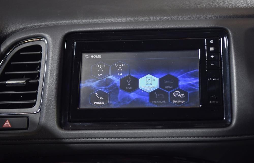 Đánh giá xe Honda HR-V 2019 L: Màn hình giải trí 6,8 inch 1