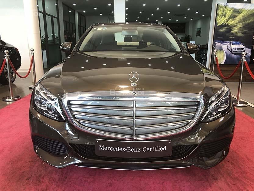 Bán xe Mercedes C250 cũ đăng ký 2018 màu nâu, chạy 12135 km, còn rất mới giá rẻ-1