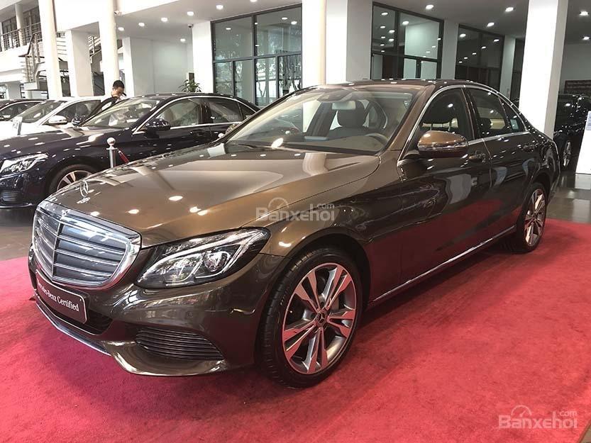 Bán xe Mercedes C250 cũ đăng ký 2018 màu nâu, chạy 12135 km, còn rất mới giá rẻ-2