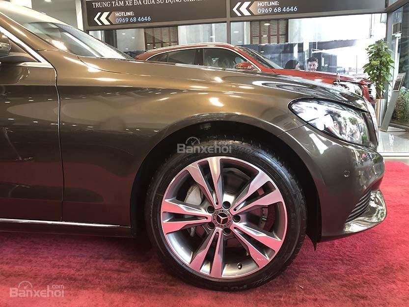 Bán xe Mercedes C250 cũ đăng ký 2018 màu nâu, chạy 12135 km, còn rất mới giá rẻ-3