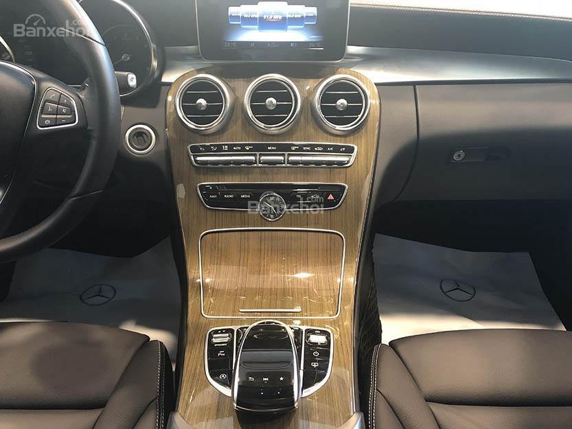 Bán xe Mercedes C250 cũ đăng ký 2018 màu nâu, chạy 12135 km, còn rất mới giá rẻ-10