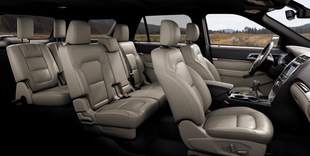 Đánh giá xe Ford Explorer 2019: Ghế xe bọc da.