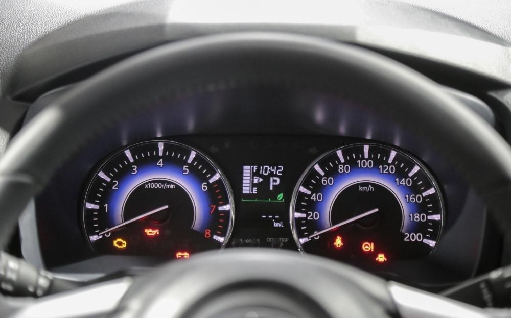 So sánh xe Toyota Rush và Toyota Avanza về táp-lô và vô-lăng 3