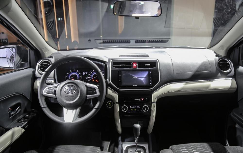 So sánh xe Toyota Rush và Toyota Avanza về nội thất.