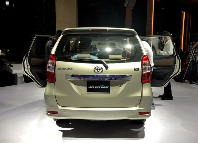 So sánh Mitsubishi Xpander và Toyota Avanza về đuôi xe 5