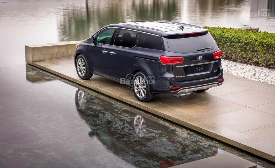 Đánh giá xe Kia Sedona 2019 - đuôi - 1