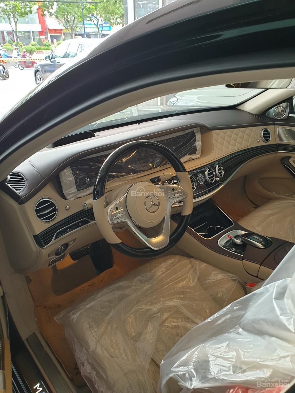 Bán Mercedes Maybach S560 hàng khủng, độc đáo đã về tới Showroom (2)