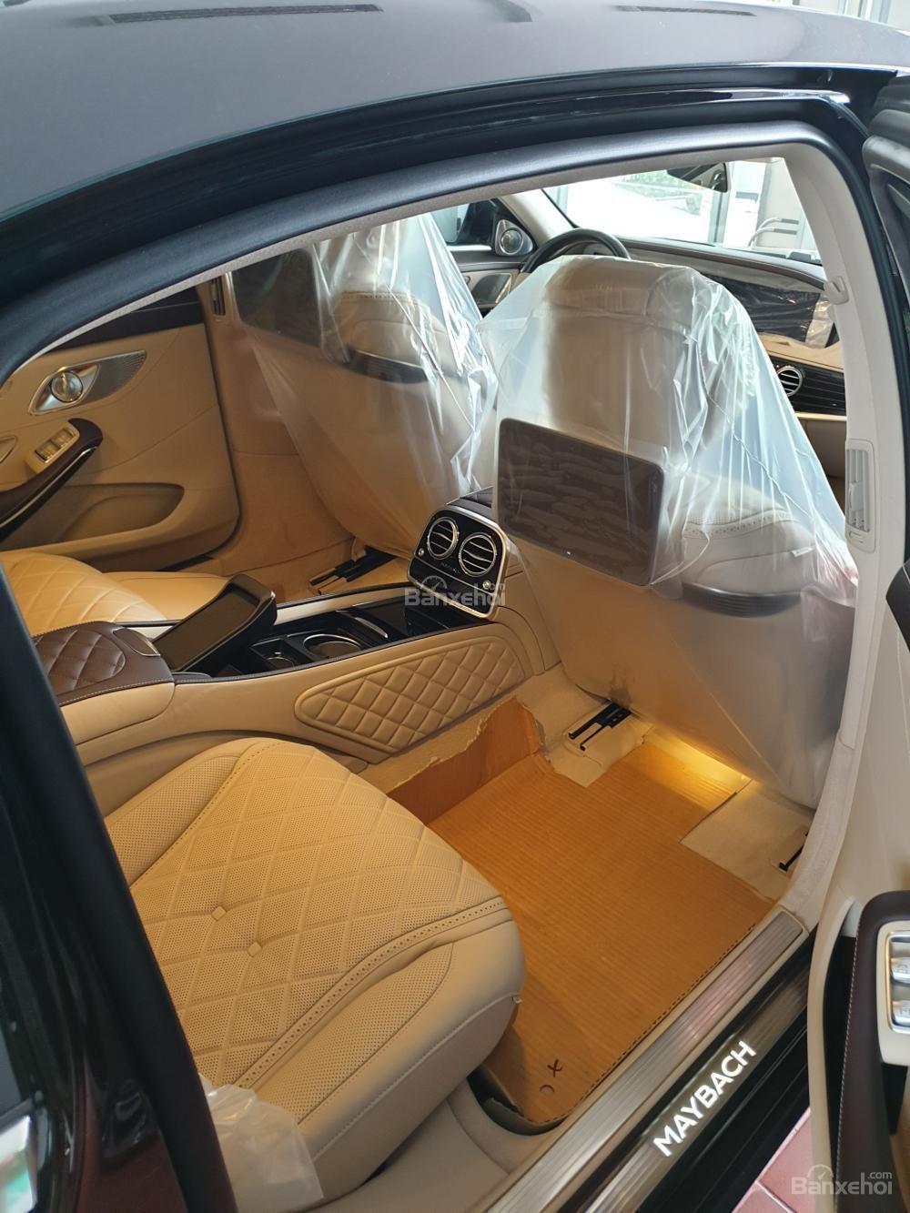 Bán Mercedes Maybach S560 hàng khủng, độc đáo đã về tới Showroom (4)