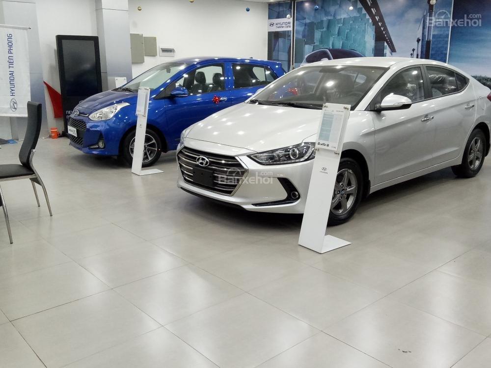 Bán xe Hyundai Elantra 2018, 1.6 số sàn, màu trắng, hỗ trợ vay 90%, giao ngay-2