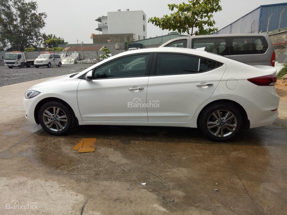 Bán xe Hyundai Elantra 2018, 1.6 số sàn, màu trắng, hỗ trợ vay 90%, giao ngay-4
