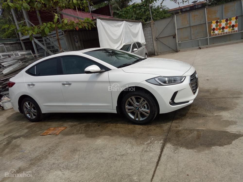 Bán xe Hyundai Elantra 2018, 1.6 số sàn, màu trắng, hỗ trợ vay 90%, giao ngay-8