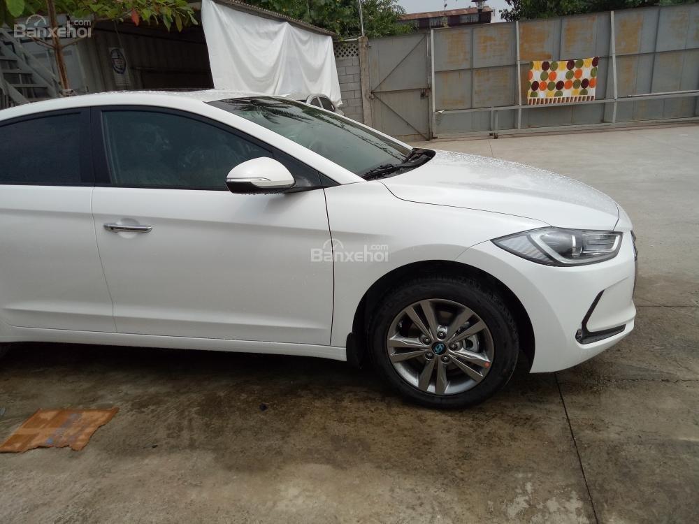 Bán xe Hyundai Elantra 2018, 1.6 số sàn, màu trắng, hỗ trợ vay 90%, giao ngay-9