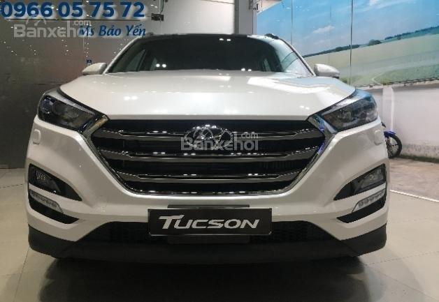 Bán Hyundai Tucson 2.0 bản đặc biệt, màu trắng, xe giao ngay-0