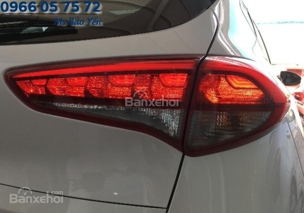Bán Hyundai Tucson 2.0 bản đặc biệt, màu trắng, xe giao ngay-2