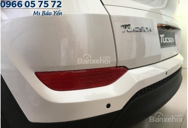 Bán Hyundai Tucson 2.0 bản đặc biệt, màu trắng, xe giao ngay-3