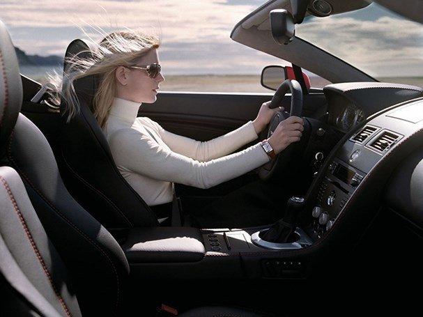Những tư thế cầm vô lăng lái xe an toàn 1...
