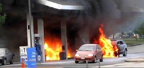 Thói quen xấu khi đổ xăng dẫn đến cháy nổ
