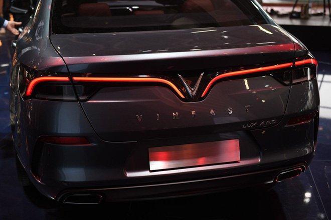 Giá xe VinFast LUX A2.0 mới nhất - Ảnh 1.