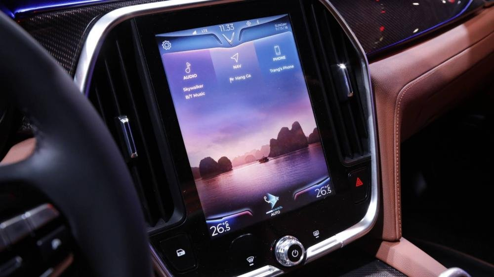 VinFast LUX A2.0 - Màn hình giải trí cảm ứng 10,4 inch....