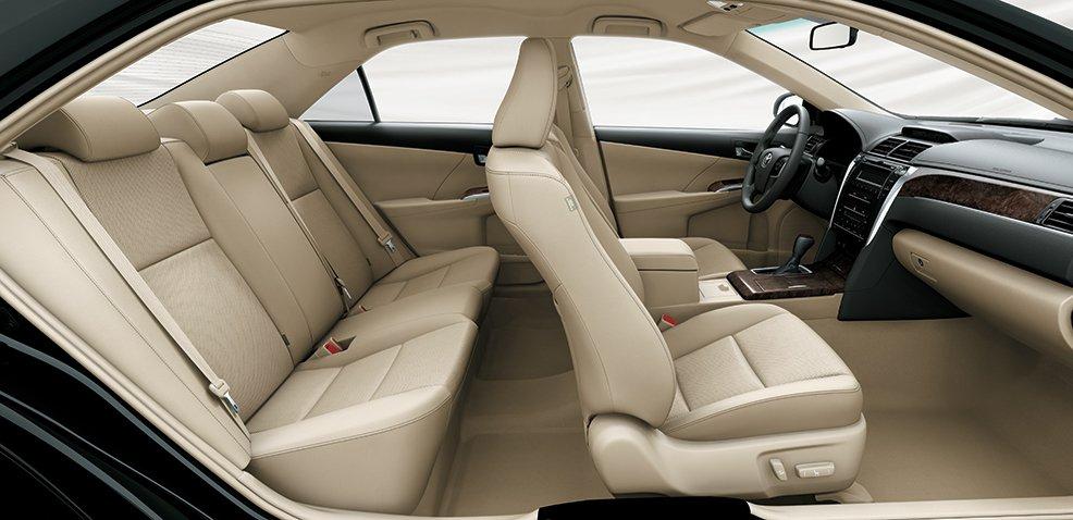 So sánh xe VinFast LUX A2.0 và Toyota Camry về tiện nghi...